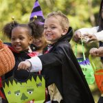 #Halloween in Staten Islands Richmond Town, trick or treating & games 3:30-5pm http://t.co/W884btwIOU @HRTown #NYC http://t.co/HsTgGykdf2