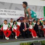 El Gob Duarte con los atletas mexicanos que serán abanderados en unos momentos más por el Presidente EPN#veracruz2014 http://t.co/SOVW1N3tFq