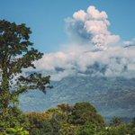 Vista del Volcán Turrialba desde mi oficina. #CostaRica http://t.co/7c57piboUv
