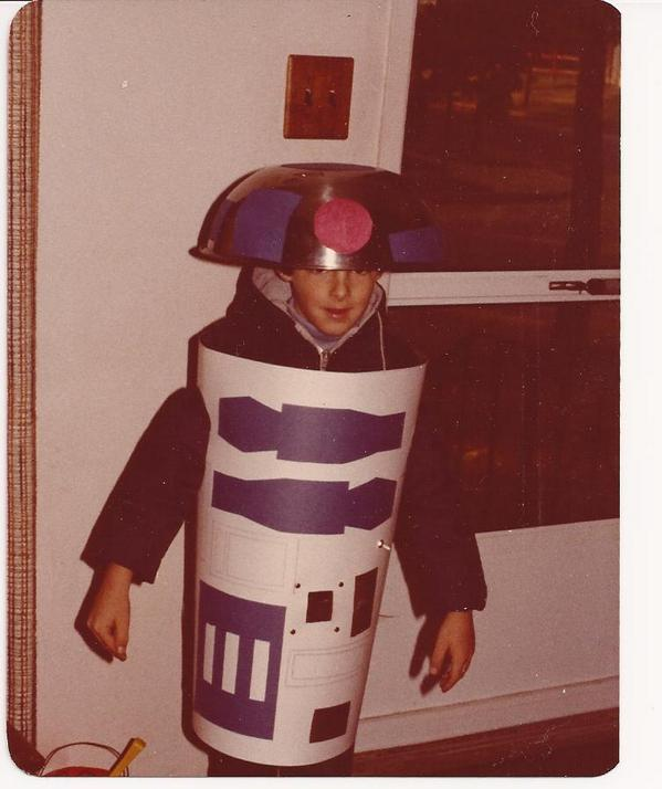 My favorite #Halloween costume. Homemade R2D2 in 1981. @starwars #starwarsHalloween http://t.co/g7OSb1eWsP