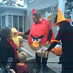 And heres #NDPs @ThomasMulcair handing out treats ... dressed as an Angry Bird. Priceless. #cdnpoli http://t.co/GDEKzR7PRw