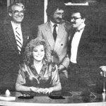Un grupo de amigos a la misma hora; periodistas, hombres y mujeres de televisión. Jorge Saldaña de pie por la derecha http://t.co/XkOHxfZXF9