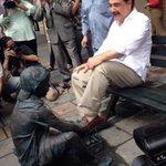 La estatua del niño betunero qué pretende exaltar, alcalde? El trabajo infantil? Lo injusta que es Guayaquil? http://t.co/dXTsNVChWX