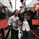 """@WWE: Its @WWEDanielBryan & @HunterPence at @SFGiants Victory Parade! #YesYesYES! #OctoberTogether http://t.co/wHKRWl2u7c""@Snakeeater415"