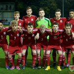 The @FAWales U16 #victoryshield side line up @bangorcityfc prior to Kick-Off with @england http://t.co/ZufJvGwnbh