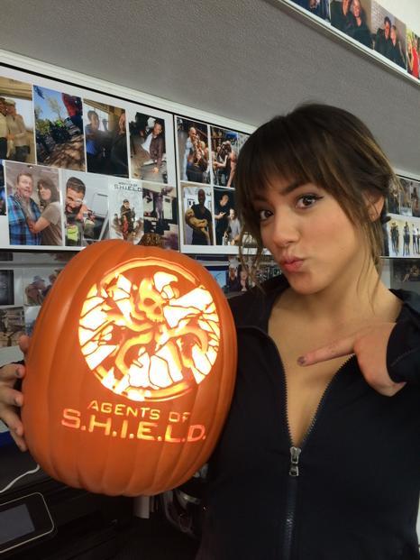 """@ChloeBennet4 giving u a closer look of @ThePumpkinGeek carve"