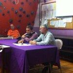 """El local ple a la xerrada d @JordiSentisM i Sisco Gómez """"Anèctodes i història de la Co.."""" #castellers #FMEsperidió14 http://t.co/hmtD8AwsFc"""