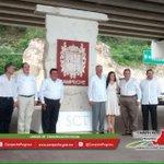 Gobernador @ferortegab y Secretario @SCT_mx @gruizesp en la foto del recuerdo, en distribuidor vial El Rey. http://t.co/awRdYuAf3e