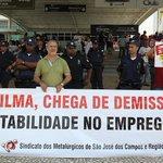 Ué RT @Estadao: Metalúrgicos protestam contra demissões no Salão do Automóvel: http://t.co/IDfzEwNs5q http://t.co/eQwp0TaRFB
