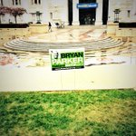 .@bryanparker2014 campaign sign illegally placed in front of city hall. (Dont worry, I disposed of it.) #oakmayor http://t.co/5iePfEbewm