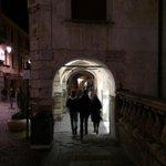Ma questa caccia al tesoro a #Padova é una figata! Qui si corre verso gli indizi! @PlayTheCity @Crinviaggio http://t.co/ZsjbWcr4KK