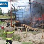 #Loja: Foto del incendio de esta mañana. @lahoraecuador @cuxibamba @maricelatorrest @primereporte @lodelmomentoloj http://t.co/z9wBwGTgZy
