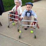 Hermano y hermana vestidos de ancianos para Halloween: http://t.co/5TaHLYUHlm