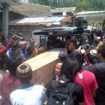 Jenasah alm mayang prasetyo telah datang ke kediaman nya @BandaLampungID @bandarlampung @LampungTerdepan http://t.co/7tsPyNEYaw