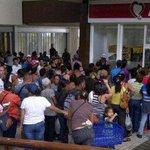 #EfectoMaduro Hacer cola para comprar #Atamel es la nueva tendencia en el país http://t.co/lBMar2Zkq5