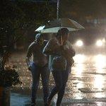 Chuva chega a SP com comemoração: temporal foi aplaudido na Paulista, segundo relatos http://t.co/yK9yP5T69N http://t.co/HpQEqvuXGZ