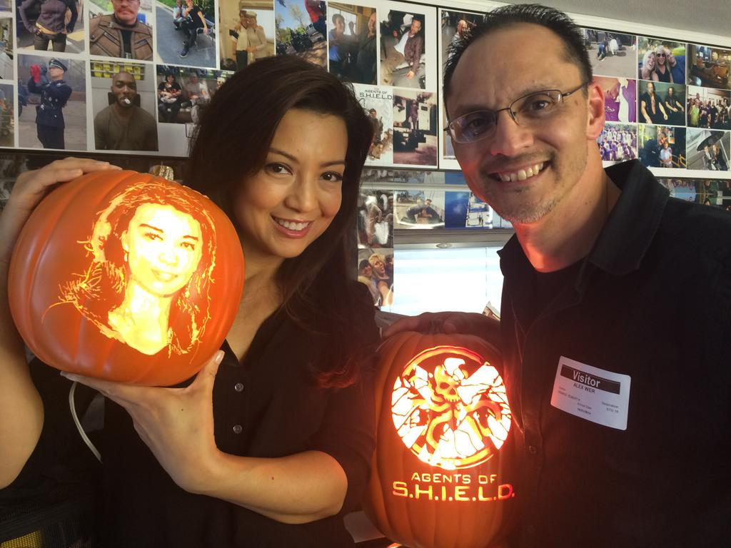 Got to spend the day with the insanely lovely,  @MingNa today on the set of #AoS! Best. Halloween.  EVER! http://t.co/wiHWCiYlVk
