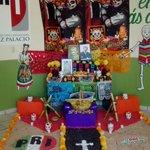 Presentando el altar de muertos realizado por las organizaciones y adherentes juveniles #TradicionesMexicanas http://t.co/OAZvKv6SKl