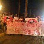 Alrededor de 200 personas de #Torreón, participan en la marcha por los normalistas de Ayotzinapa, http://t.co/WEfY2cAB4j