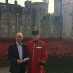 John visited the Tower of London to experience the sea of poppies commemorating the British dead of WW1 #r4today http://t.co/BgtOg1Zz1r