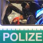 Mitte am Alexanderplatz / Alexanderstr.: Verletzter nach Messer-Angriff. http://t.co/cKs1L9xNMs @BZPolizei @BZcat030 http://t.co/jDhJS6kimL