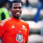 A sad day for SA as we lay to rest two  sporting greats. May they Rest In Peace  #SenzoMeyiwa #MbulaeniMulaudzi http://t.co/4nuGIEUhxY