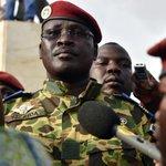 Burkina: après la chute de Compaoré, deux militaires se proclament chef de lEtat http://t.co/ZNPDf1kILQ #BurkinaFaso http://t.co/CKkgFBIMeZ