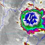 Núcleo de tormentas se mantiene sobre gran parte de la Región Oriental y Bajo Chaco. Meteorología anuncia más lluvias http://t.co/6PmsaN5dUX