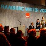 Minutenlanger Applaus für die Rede des Landesvorsitzenden @OlafScholz #spdlvv14 #hhbue15 #hhweitervorn http://t.co/dpGYUaZ7iU