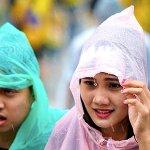 Hujan lebat tidak patahkan semangat penyokong JDT dan Pahang #PialaMalaysia #JDTvsPahang http://t.co/WCZd00bS6U http://t.co/uulfzrhdCu