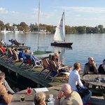 #Hamburg - 1.November, Sonnen an der Alster bei unfassbaren 18 Grad! Ein Segelboot kreuzt. Sommerfeeling im Herbst! http://t.co/i08QEpr0ag