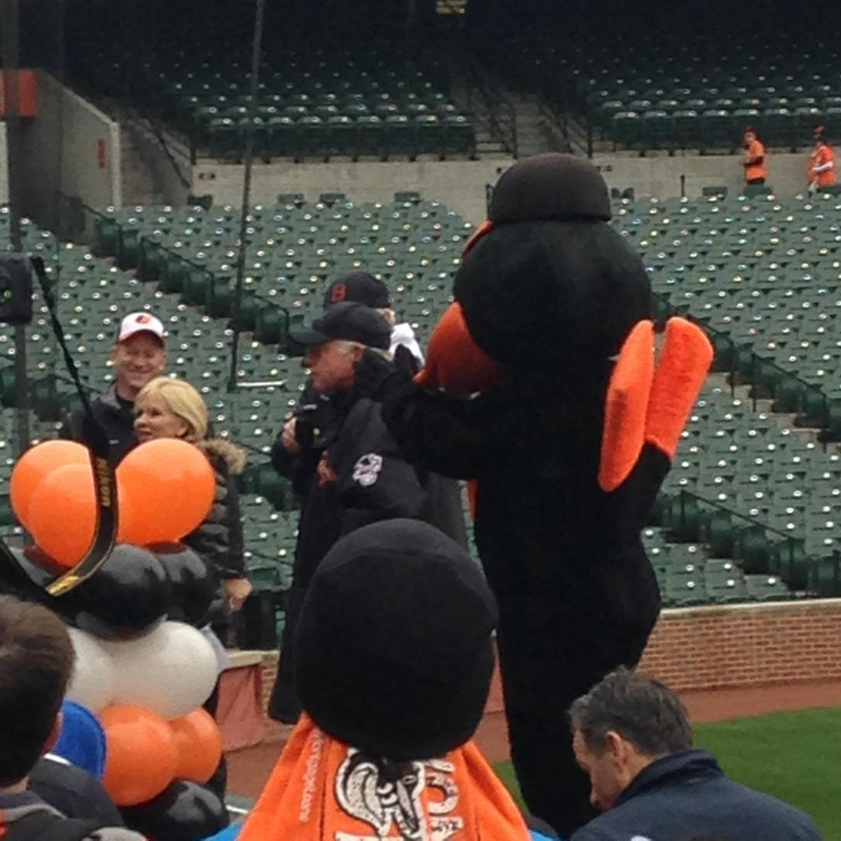 Buck announces to the crowd that he's optimistic that Nick Markakis will resign with the Orioles. http://t.co/7kAiHWVoCv