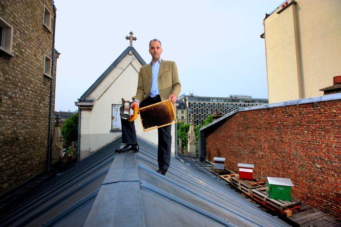 Hoe houd je als #imker #bijen op #daken? Zo dus... @LeenTanis @BijenlintDevntr @BEEINGfestival @DuurzaamActueel http://t.co/yy9o9qyKG2