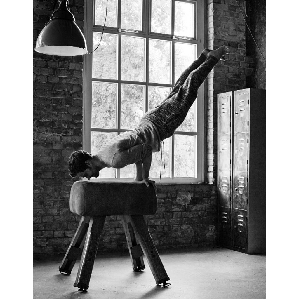 No stunt doubles here - @jamiedornan works out & talks #Fiftyshadesofgrey & #TheFall in @ObsMagazine tmrw #menswear http://t.co/XAkcMeAE0O