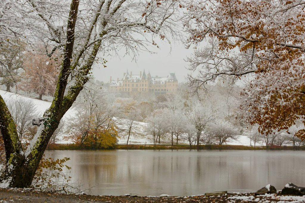 First #snow of the season! #biltmore http://t.co/IHcXAvOTPk