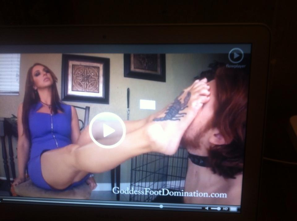 @goddessbrianna1 Lick & kiss my foot slave! http://t.co/CWVIgONuMd