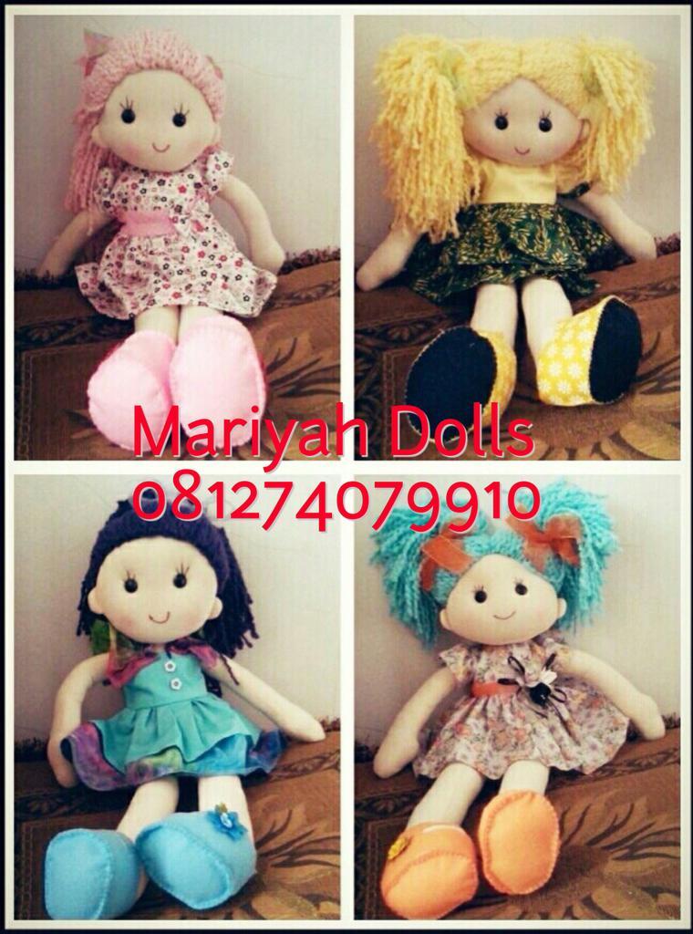 Boneka ini dibuat oleh ibu-ibu yg anaknya mengidap kanker. Membelinya = membantu meringankan biaya pengobatan mereka http://t.co/i1LG549ypc