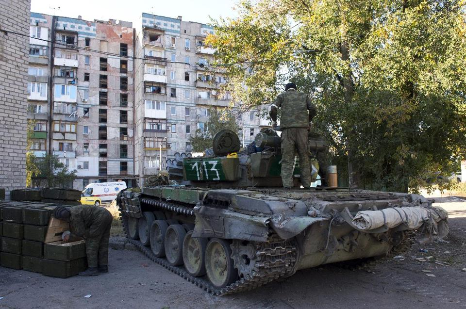 OSCE - RUSSIAN GENERALS SEND TANKS TROOPS INTO UKRAINE  @scoopnest @scoopnest_ES @scoopnet_fr http://t.co/CoIRHXRWGV http://t.co/MfUsfCh8gc