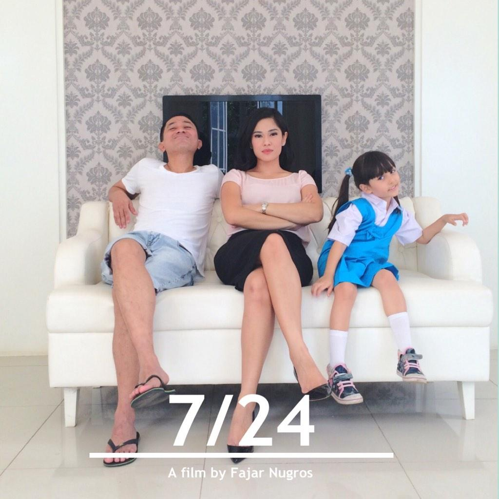 A family portrait.. Behind the scene Hahahahaha @724Movie @therealDiSastr @lukmansardi @MNC_Pictures http://t.co/2Fkdj8ornk