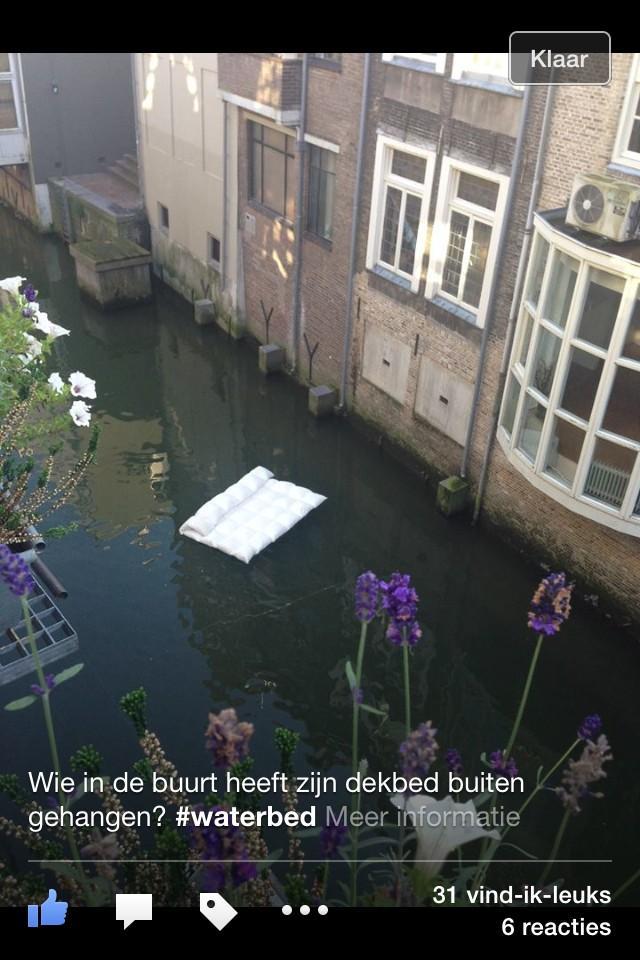 Wie in de buurt heeft zijn dekbed buiten gehangen? http://t.co/eEMubIl6K4