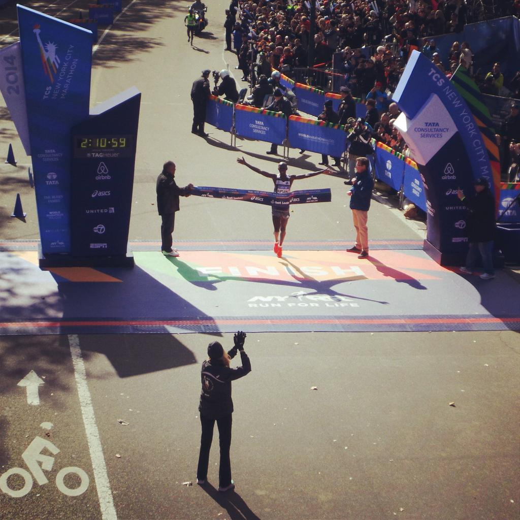 Wilson Kipsang wins the #tcsnycmarathon in 2:10:59 http://t.co/8Xnii4u3hb