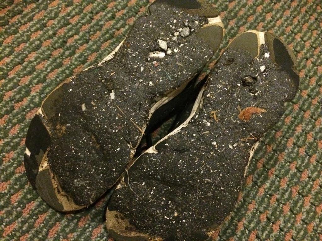 セントレアで開催中「ゆるキャラグランプリ」でコールタールが溶けて靴底が大変、という件。対処法まとめられてます http://t.co/3kIqpeXe4L 自分だけかと思ったけど影響大きそう。自分の靴底こんな感じ。 皆さんご注意を。 http://t.co/cC8bAaB9pa