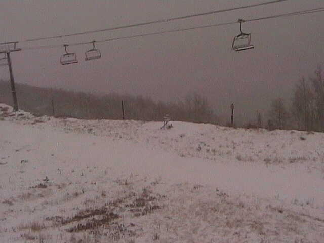 SNOW! Our ski resorts are getting covered this morning. Here is a look at @PCski. Send us your pics to news@abc4.com http://t.co/begCSLS55r