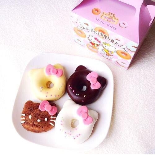 (^_^)vv These @hellokitty pastries I would definitely go eat!! @@♥#kittycraze http://t.co/ULgCItJAKp