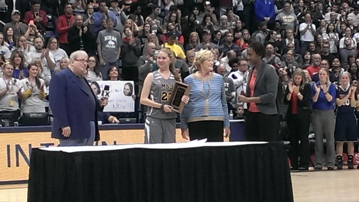 Inspiration award @USBWA to @1More4Lauren given by @patsummitt @Catchin24 @womhoopsguru.Coach Summitt surprise visit! http://t.co/ZVwXHJti7W