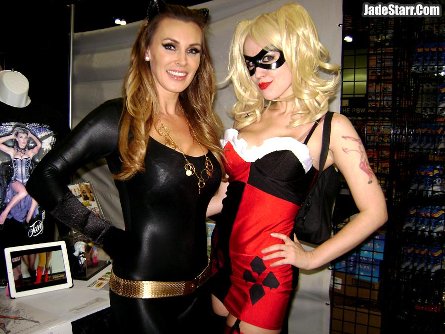In my #HarleyQuinn costume with a hot classic #Catwoman! W/ at #Comikaze2014 #Comikaze #Cosplay