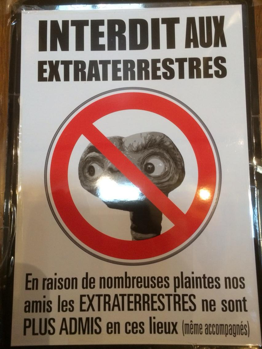 Extraterrestrials i.e. Non-patrons are not welcome in this restaurant loo in Etretat, France http://t.co/XQ3hogDqji
