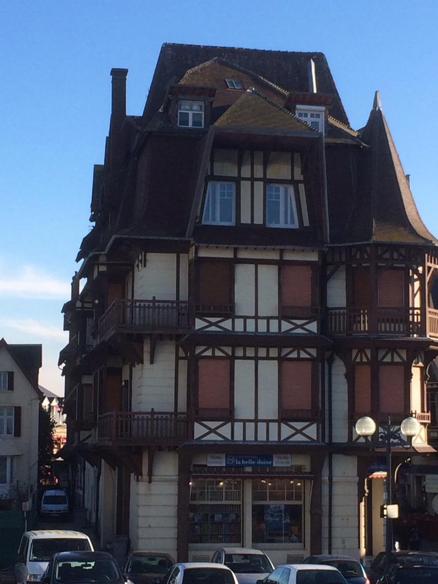 RT @AnitaMathias1: Love these French houses, Etretat, France http://t.co/PXWYuTD0KK
