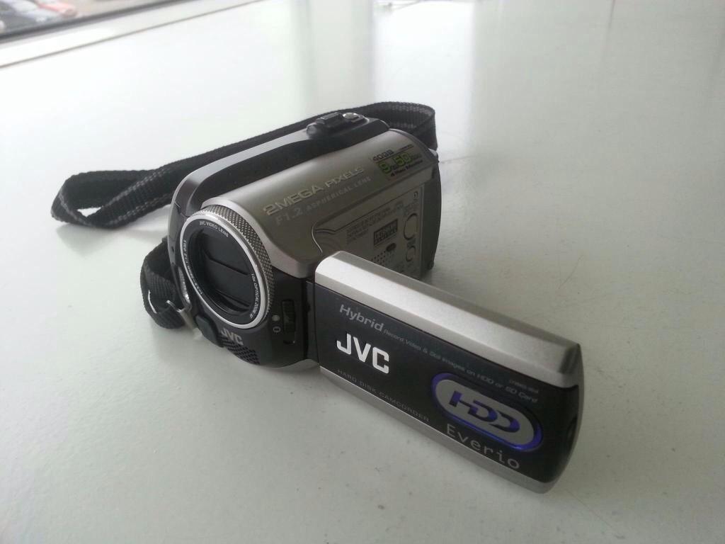 Van wie is deze vermoedelijk bij een inbraak gestolen JVC videocamera? http://t.co/GAJzUqTUer RT aub!! http://t.co/teiPJqqRPk