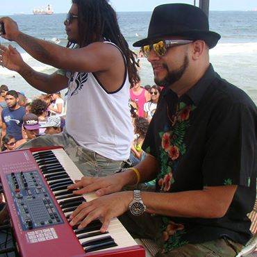 SHOW LIVE PLAYA WAIKIKI #PuertoCabello #TourPuroYNatural2014  @BomberVzla @MareaAlta @IronSurf  @RazaNatural http://t.co/8QQ2DqI33G